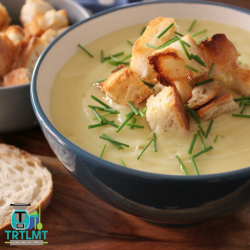 Potato-Leek-Soup-with-Garlic-Croutons-700x700